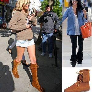 Minnetonka fringe lace up suede boots size 9